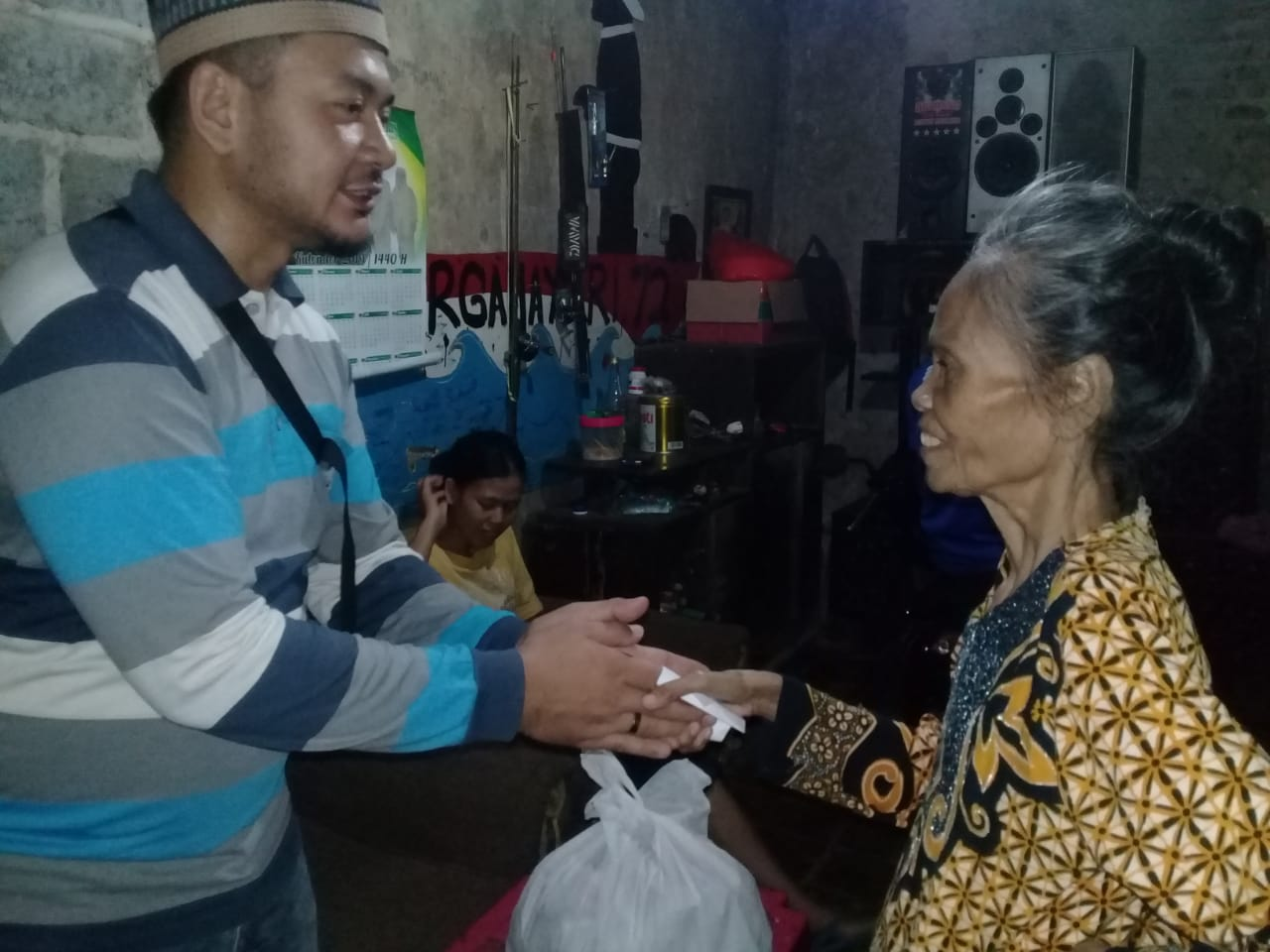 Distribusi Zakat Fitrah kepada Mustahik di Lingkungan Yayasan Suara Yatim.