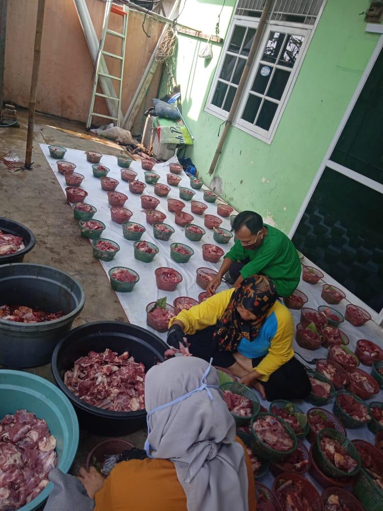 Pemotongan Hewan Qurban dan Pembagian Daging kepada Mustahiq Yayasan Suara Yatim